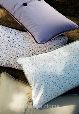 Throw pillow Petite Fleur